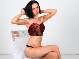 SexyFlora nude on cam