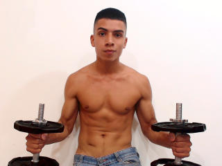 Voir le liveshow de  MaxVarona de Xlovecam - 22 ans - My show is very open, we can talk about everything inside of rules, i will make my best try to m ...