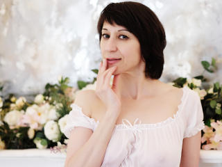 Voir le liveshow de  Ammillia de Xlovecam - 39 ans - Im always in a good mood and I like very much to laugh .. you will not be disappointed in me.