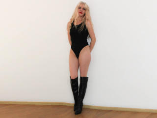 Voir le liveshow de  Crysta de Xlovecam - 39 ans - Are u looking for a HOT time with a HOT girl???Well you're in the right room..I'm horny and waiting ...