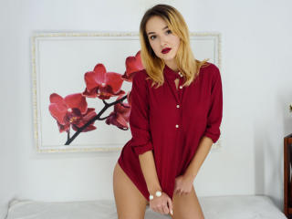 Voir le liveshow de  BelleFilleS de Xlovecam - 19 ans - Not of all girls are made from sugar and spice and everything nice. Some are made of adventure ...