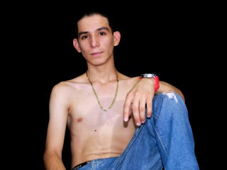Voir le liveshow de  MaicolRush de Xlovecam - 21 ans - Here latin men, twink and happy for meet you., com eon go and sit here in me bed, touch me. kis ...