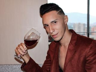 Enjoy your live sex chat AngeloCassanova from Xlovecam - 23 years old - I am a very active hot guy, especially pleasing my users.
