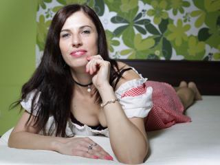 Voir le liveshow de  AliceHotForYou de Xlovecam - 40 ans - Never thought about beeing on cam.. but when i realized it can be really nice adventure.. i ...
