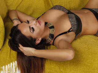 Voir le liveshow de  JolieKarisa de Xlovecam - 26 ans - Hey! My name is Karisa and all i can say about me is that i am a cute girl, a bit shy, but whe ...
