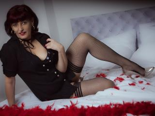Voir le liveshow de  AdriannaMature de Xlovecam - 42 ans - Sweet and hot women here for fun! Angel or demon not yet decided!
